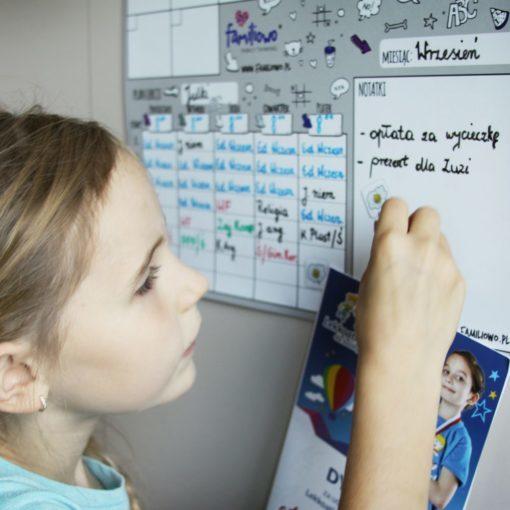 planer szkolny dla ucznia do montażu na szafkę albo ścianę