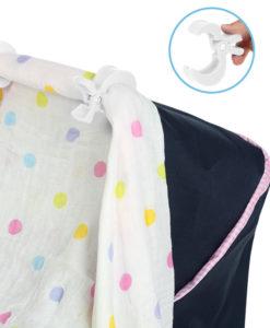 Klipsy mocujące posłużą idealnie zarówno przy wózku, nosidełku czy łóżeczku. Pozwolą one zamocować pieluszkę dziecięcą (tetrową, muślinową, bambusową czy inną) w celu ochrony dziecka przed słońcem, światłem lub chłodem.