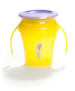 Oryginalny produkt amerykańskiej firmy WOW Gear - kubek niekapek 360° jest przeznaczony dladzieci od 9 miesiąca życia. Innowacyjna krawędź umożliwia picie zkubka wkażdym jej miejscu.