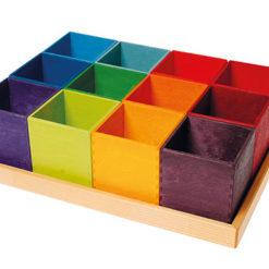 Zestaw kolorowych pudełek do sortowania
